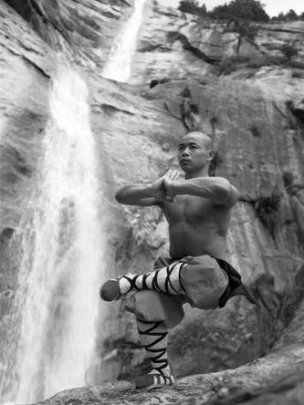 shaolin-kung-fu-monk